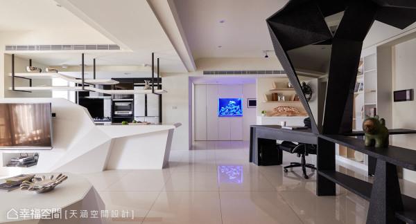 餐桌与书桌呈现曲折脉络的张力,采用对比色处理,让整体空间呈现黑白跳色,成功打造出充满时尚感与视觉焦点的艺术作品。