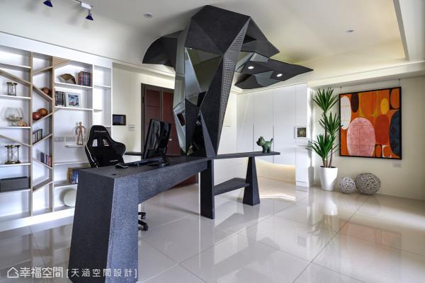 书桌以大树为设计主题,形成现代、塑像感的视觉面貌,后方书柜也以树枝状设计架构,让整体元素更统一。