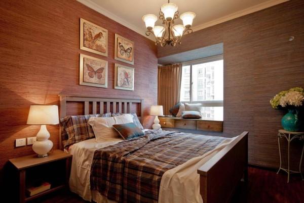 由于业主衣物非常多,普通房间的柜子无法满足业主所需,所以尽可能改变了卧室格局,隔出一个衣帽间。
