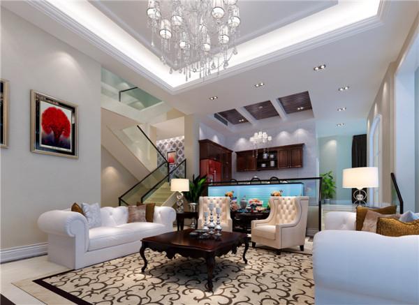 客厅设计: 手扶造型独特的围栏拾阶而下,主人的会客厅便出现在眼前。浅驼色的地板上俏丽的放着弧度优美造型独特的欧式布艺沙发,偶尔穿插在其中的紫檀小几,更是给整个空间增添了色彩的丰富性,
