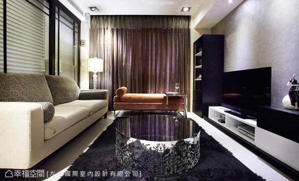 全室采用订制家具,完美贴合整体风格氛围。
