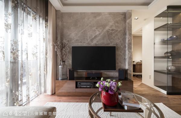 客厅融入现代古典元素,尽显高雅风华,以富丽的设计主题,彰显屋主的尊贵品味。