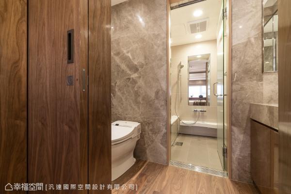 设计师营造饭店般的精品质感,在卫浴规划出不同的使用区块,满足名媛的希冀梦想。