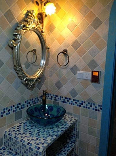 洗手池是砖砌的,网购的台上盆很漂亮