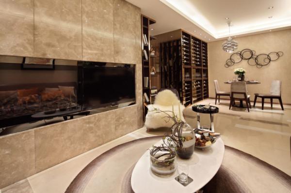 客厅装修:嵌入式的电视背景墙,电视的放置时尚而且安全