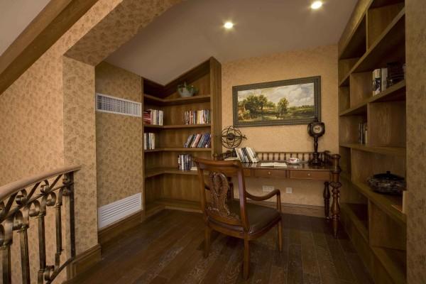 美式家居的书房简单实用,但软装颇为丰富,各种象征主人过去生活经历的陈设一应俱全