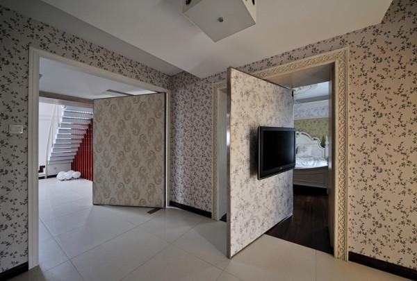 餐厅和卧室之间的旋转门