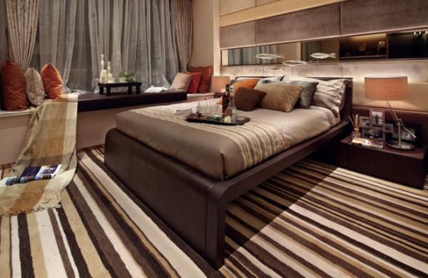 卧室实景图:特色的背景墙,几条水晶鱼的装室,让卧室充满梦幻感