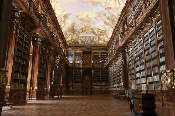 布拉格斯特拉霍夫神修道院神学图书馆