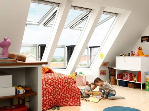 阳台窗,又称快速阳台解决方案,从外观上看,它似乎是一个可以随时打开的屋顶,可以让室外的阳光充分照射进屋内,极佳的采光效果不言而喻。
