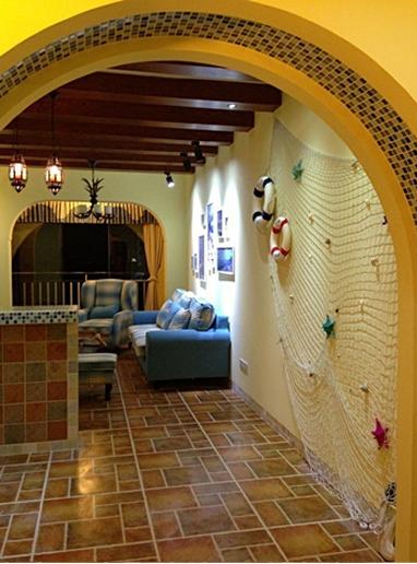 沙发背景墙,用一点小装饰完美体现地中海情调,并且还不费钱
