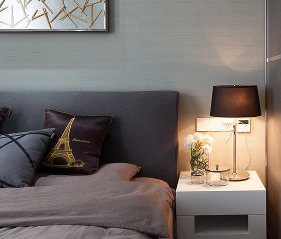 卧室台灯很温馨