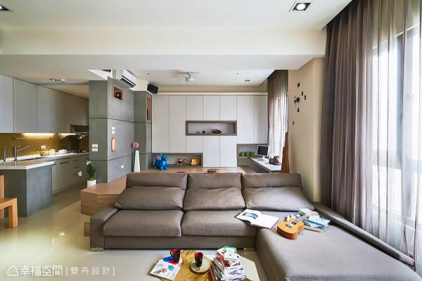 客厅连结后方书房区,并链接为同一条视觉轴线,自然放大了空间景深与坪效。
