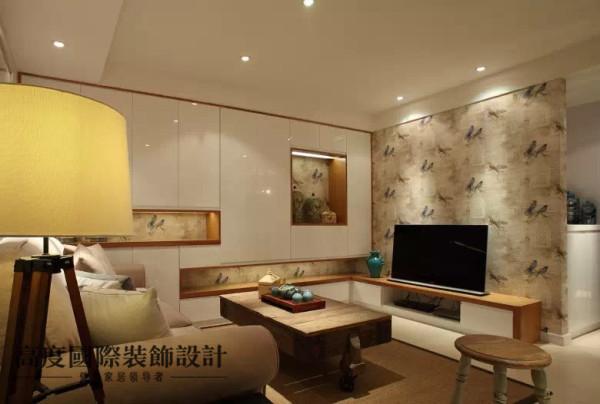 电视背景和壁龛用的同样的壁纸