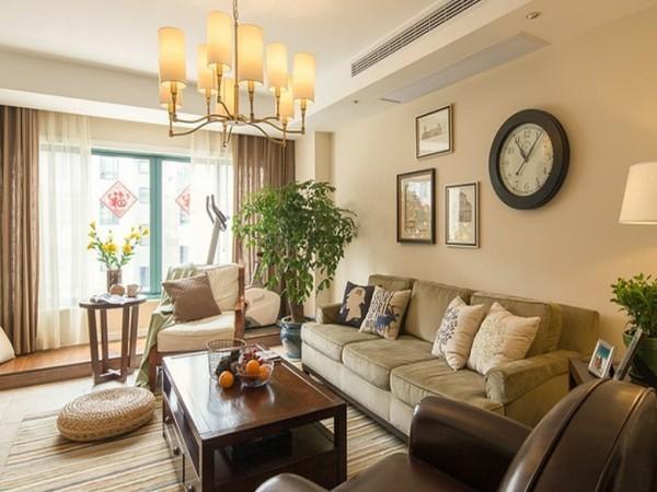 木质的地板、木质的室内阳台、墙体和谐在统一的色调中,营造出温馨、宜人、轻松的家居气氛。