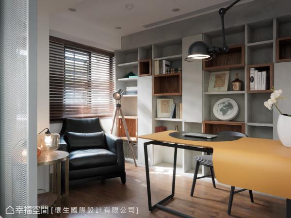 开放式的层板书架,以不同的质材、色调及大小,丰富了场域的层次与视觉端景之美。
