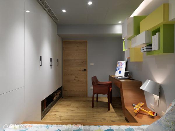 折线式的流线造型,打造专属小孩房的活泼意象,并整合了床架、床头柜以及书桌的机能。