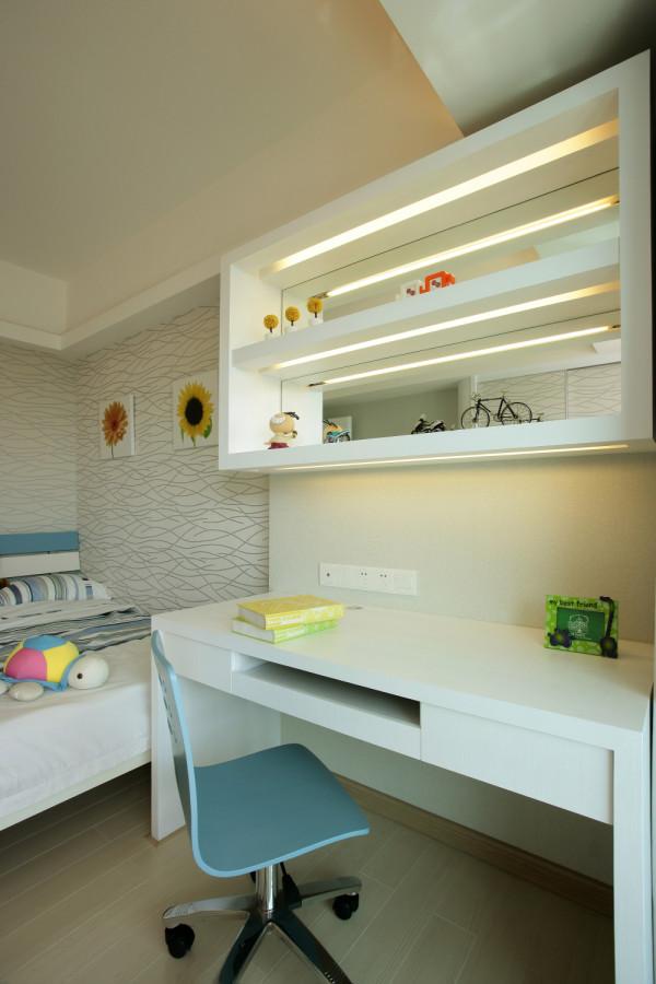 现代简洁温馨的三居之家,充分利用自然采光,透明的原则,设计整个房屋的格局!