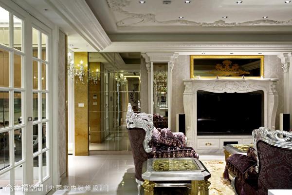 运用罗马柱及壁炉等古典意象的设计,缓缓注入宫廷族的奢华感,激起美学感知的冲击。