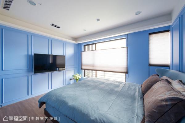 不同于其他房型使用布帘与纱帘,次主卧使用蜂巢帘作为遮光的媒介,其隔热效能与保温效果,更能维持室内空间的恒温性。