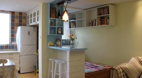 小吧台把客厅与书房自然分开