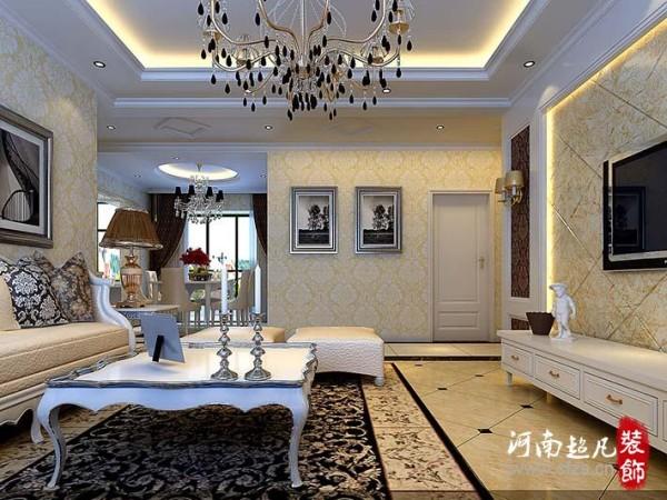 其在设计手法运用的色彩元素雷同,皮质坐骑、琉璃银式桌框画,丝毫不做作的地毯及抱枕等等彰显贵族气质和不凡气质。