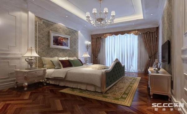 卧室设计: 背景墙的设计清爽而素雅,与靠枕床单呈现如此相近的色调。床头柜摆放的装饰物品精致而小巧,凸显生活的精致。