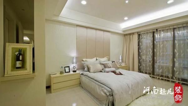 主卧房,在不悖离主题下,各寝室中以床单、床头为设计主体,大胆营造出独立性的华贵情境。