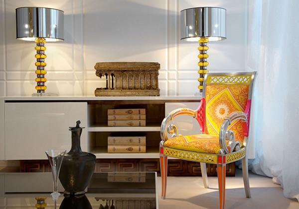 满眼的金黄色璀璨耀目是Versace的独特美学,总能带来最热烈的奢华诱惑。