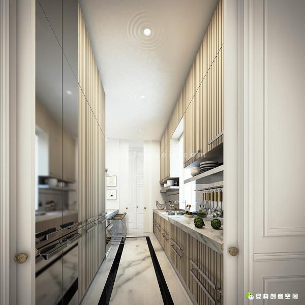 通过长廊走到了小厨房和华丽的用餐厅,这是公寓里独特的风景。