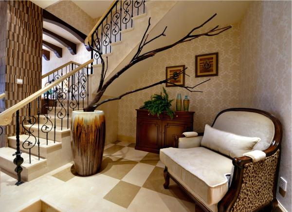 美式家具的材质以白橡木、桃花心木、或樱桃木为主,线条简单