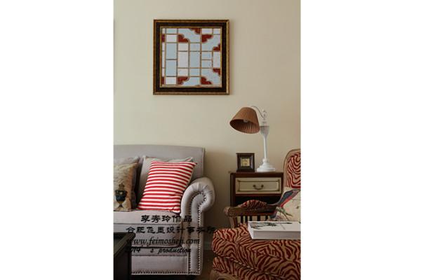 红色豹纹沙发,是葛鸣在家具店发照片图时,我在照片里发现的,主要为了协调空间的蓝,绿色。后来才知道和葛太的想法出奇的一致。