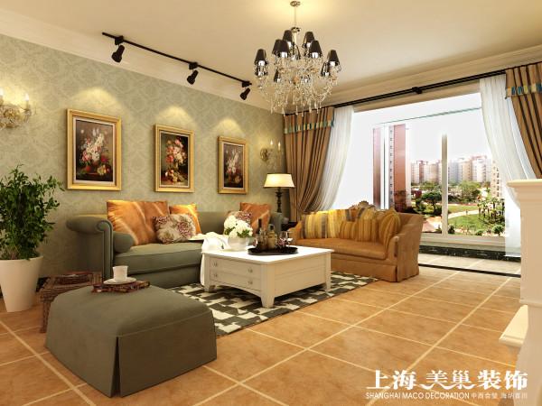 瀚宇天悦142平美式乡村沙发背景装修效果图:沙发背景墙采用的是暗纹的壁纸,配上漂亮的油画简洁、舒适