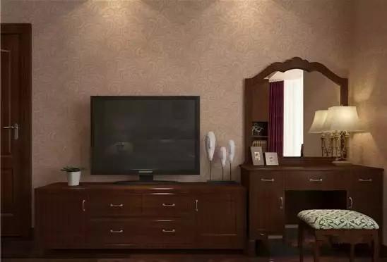 电视柜以及梳妆台都是传统款式,简洁大方、收纳功能强。