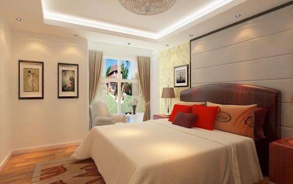 白色干净墙面,床头背景墙硬包浅色系,床头深色,暖色灯光搭配,很显温馨,简单直线石膏板灯池吊顶,搭配高端米色硬包 整体很显档次