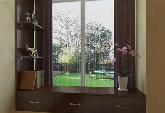 飘窗其实可以大做文章。添加带有抽屉的柜体和开放式的层板柜,让客厅收纳更加随心