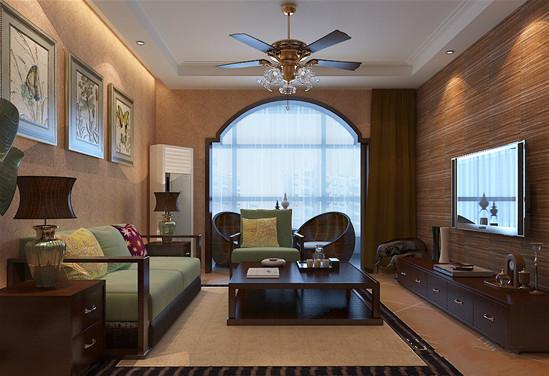 落地窗作独特圆弧拱门处理,搭配圆弧形躺椅,极具复古风格的吊扇与绿色沙发,仿佛置身东南亚某个小镇,充满大自然气息。