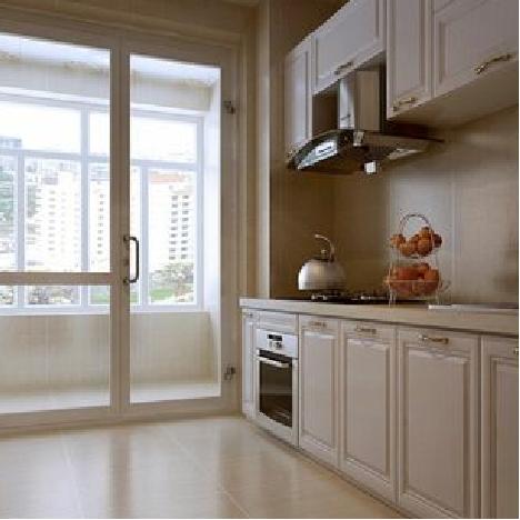 卧室中的橱柜用了奶白色面板,S6系的装备,让厨房中各种卫生细节不再是问题
