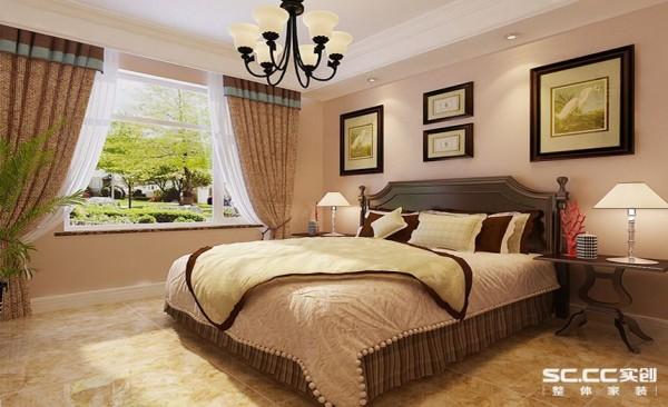 卧室设计: 主卧室设计上和客餐厅色调和设计风格上保持了高度的统一,充分体现美式风格的魅力。