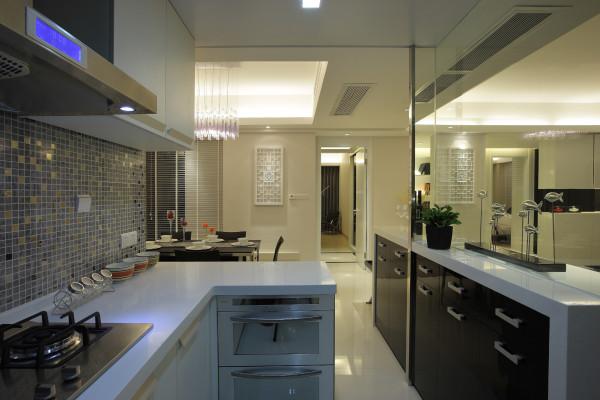 厨房的设计是素雅型,与整体的设计和谐统一。