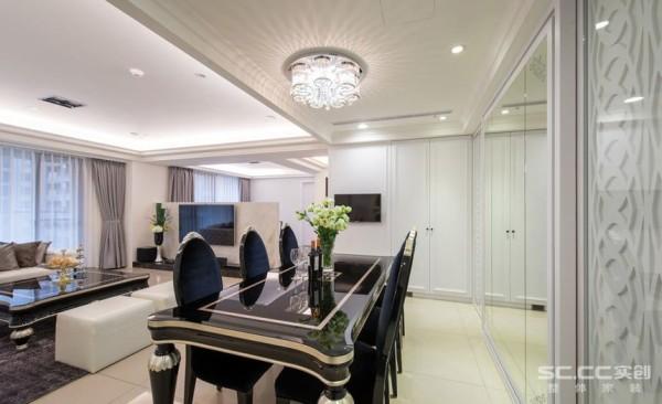 餐厅设计: 黑色钢烤与银箔装饰的长型餐桌,搭配天花上的水晶主灯,徜徉在光焰四射的美感之中。
