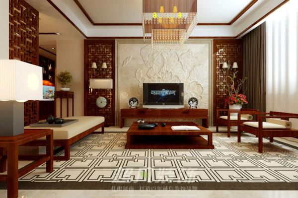 电视背景墙对称的镂空造型与极具现代元素的大理石和吊灯和谐的搭配在一起,传统与现代在其中完美融合。