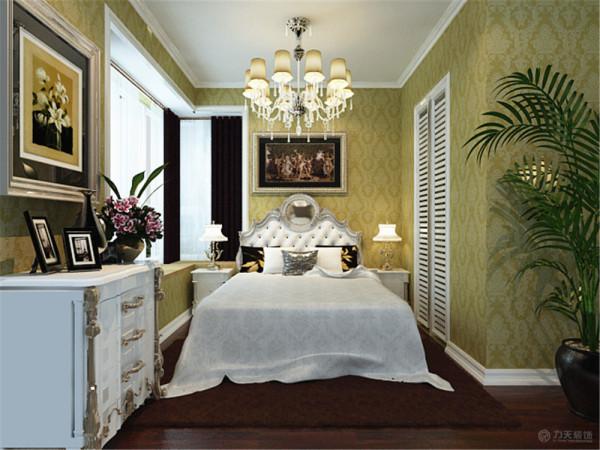 卧室偏于温馨自然、随意轻松的感觉,摒弃了繁缛豪华的装饰,在软装上搭配得当,是一种自然简约的私密空间。
