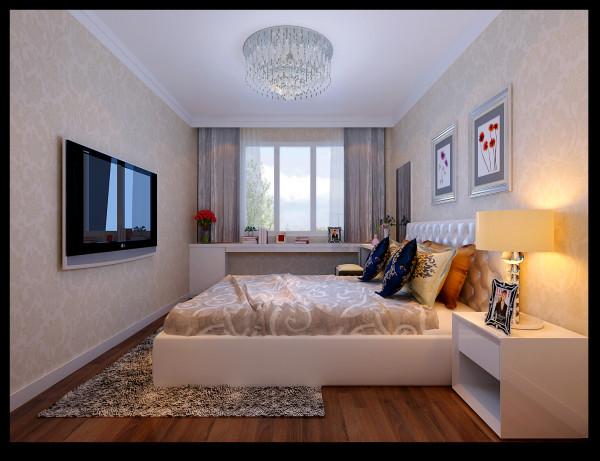 主卧面积较小,因衣物存放空间不足,采用了定制衣柜,尽可能的利用空间。