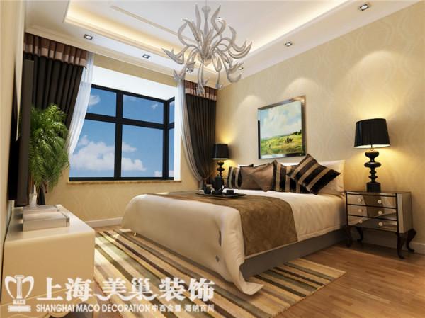 贰号城邦78平两室两厅简欧风格主卧装修效果图:床头背景运用软包造型,可以很强的增加卧室的舒适度。