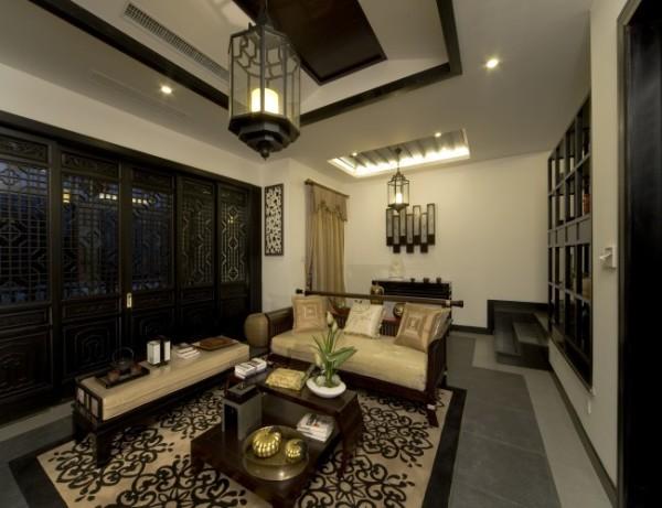 客厅有较大的采光面,通风较好,布局紧凑,功能明确,虽然没有别墅的奢华,但是经过设计师的巧手装扮,也能体现出大户型的大气。