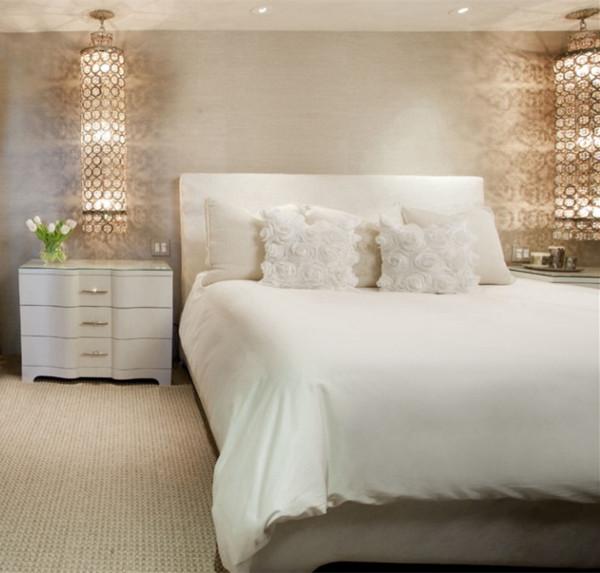 私密性是卧室最重要的属性,它不仅仅是供人休息的场所,还是夫妻情爱交流的地方,是家中最温馨与浪漫的空间