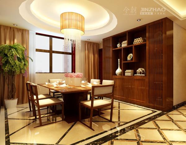 餐厅:线条简洁,格调高雅,沉稳拼花地面凸显白色餐椅,与实木餐桌交相辉映,美观实用,侧墙放置深色实木柜形成视觉上的冲击。