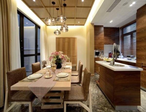 开放式的厨房空间更加流畅,餐厅材质高档,功能完善,视觉优美,真正达成形式和内容的统一,功能和美感的结合。