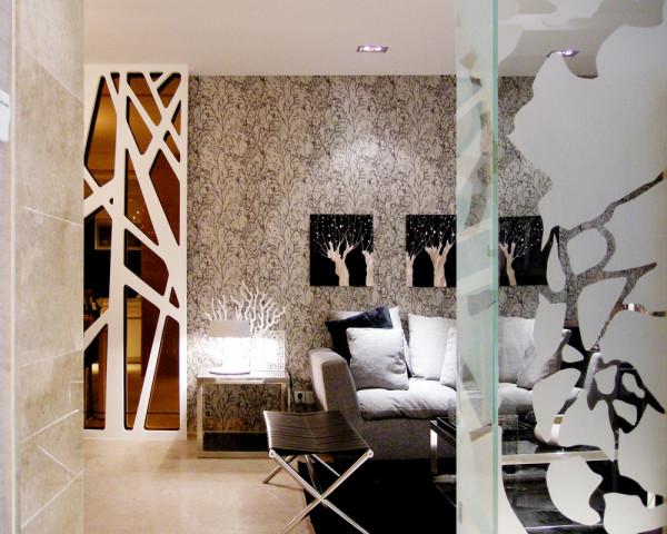 大量使用铁制构件,将玻璃、瓷砖等新工艺,以及铁艺制品、陶艺制品等综合运用于室内。